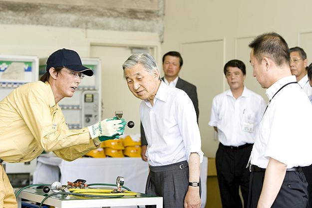 天皇陛下が東京工場をご視察